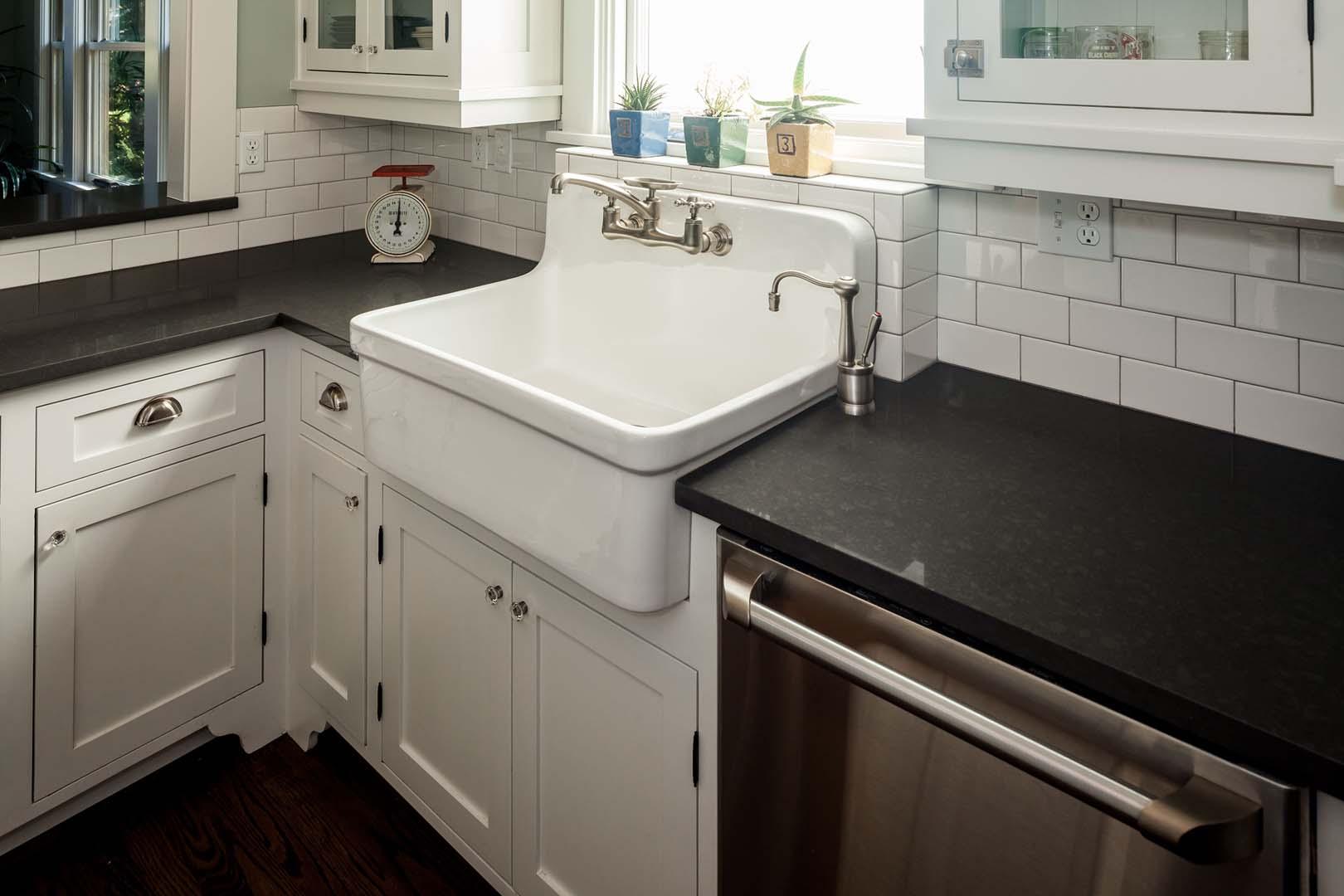 Kitchen ne portland or natural stone designs for Caesarstone portland